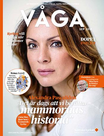 Alexandra Pascalidou på omslaget till tidningen VÅGA från Svenska Kyrkan - Det är dags att vi berättar mammornas historia