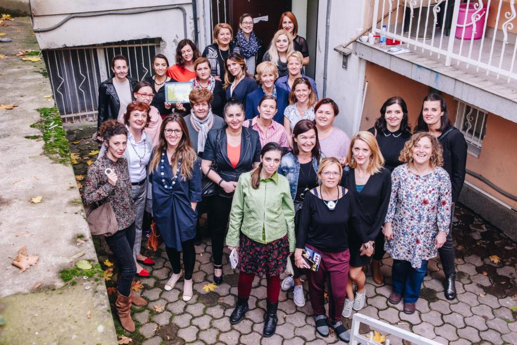 Alexandra Pascalidou i Bosnien med organisationen Kvinna till kvinna, kvinnorättsaktivister i Sarajevo