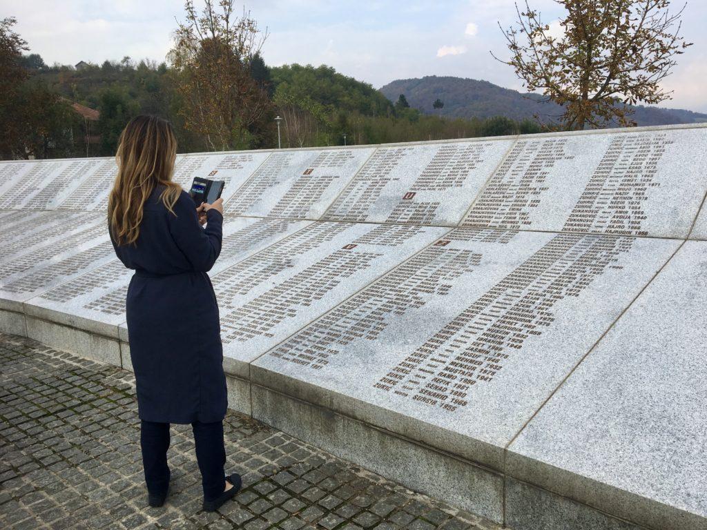 Alexandra Pascalidou i Bosnien med organisationen Kvinna till kvinna