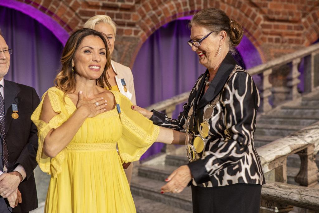 Alexandra Pascalidou tilldelas S:t Eriksmedaljen 2018 i Blå Hallen i Stockholms Stadshus
