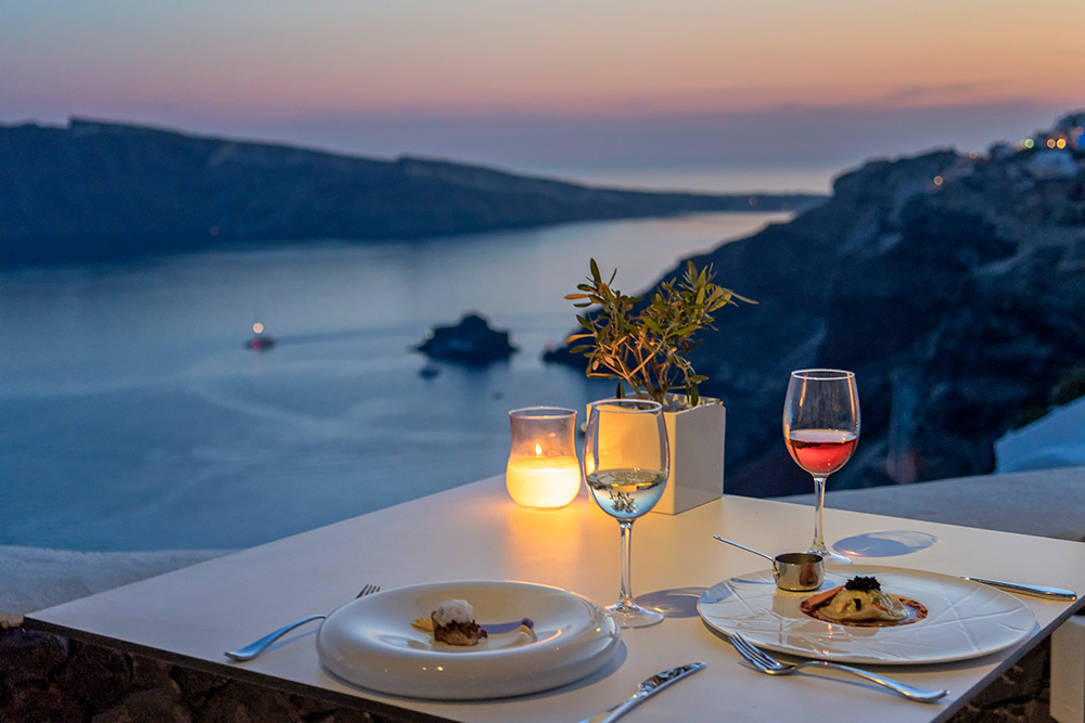 Santorini sunset. Photo: GNTO, P. Merakos